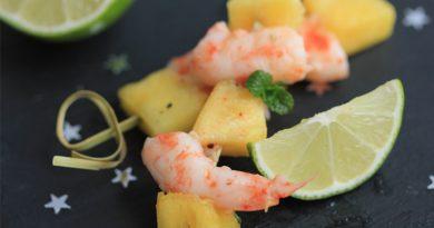 Brochettes de gambas à l'ananas, sauce exotique